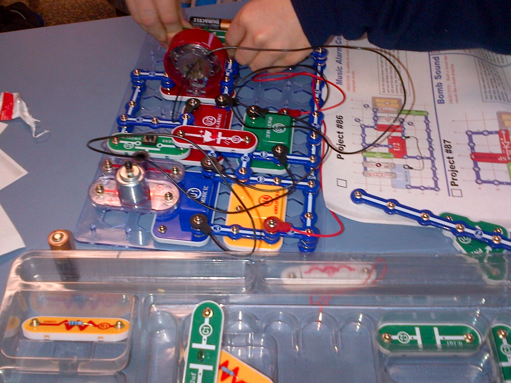 Kids learn the basic of electrical circuit and electronics