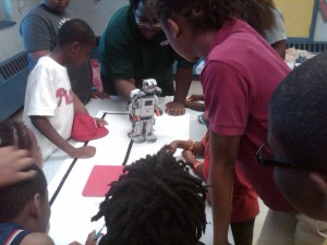 Our instructor, Hanif Bady, teaches children in Philadelphia recreation LEGO MINDSTORMS.